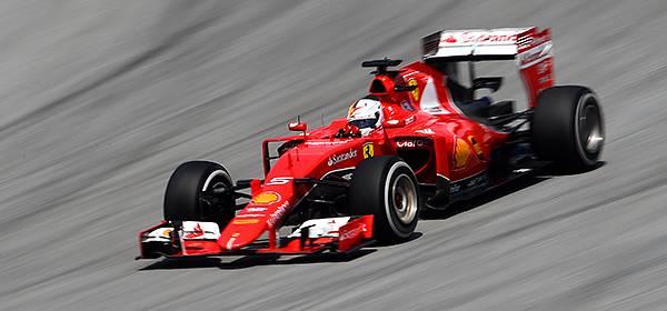 Льюис Хэмилтон остается фаворитом букмекеров в «Формуле-1»