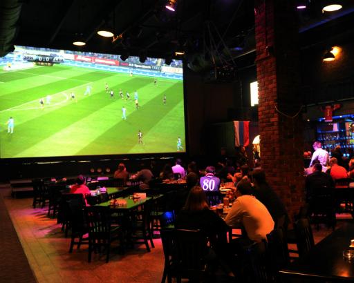 Футбол в баре