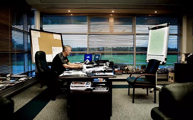 Алекс Фергюсон в кабинете МЮ