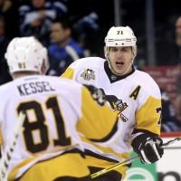 Евгений Малкин забивает в НХЛ