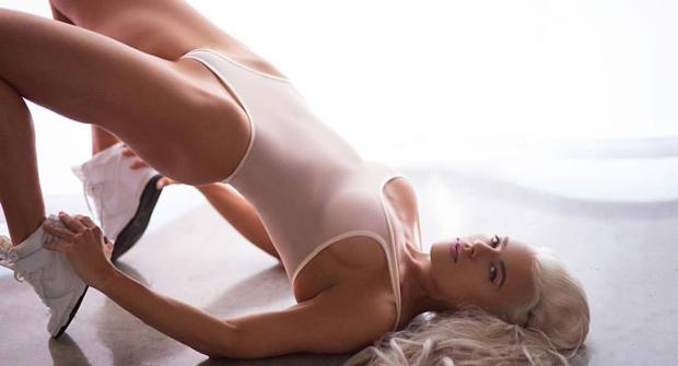 Фитнес-модель Холли Баркер