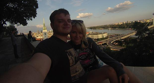 Олег Арумн с девушкой