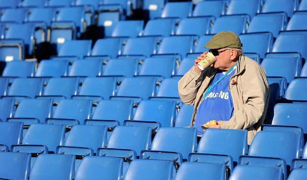 Как букмекеры получают лайв со стадионов и где их слабые места