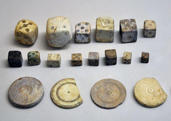древние кости и кубики