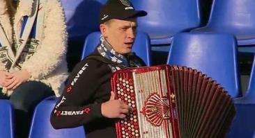 Баянист из белорусского футбола, ставший мемом, рекламирует букмекерскую контору