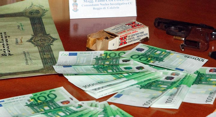 В Италии судят членов мафиозной группировки, которые заработали на подпольном букмекерстве 1,4 млрд долларов, среди подсудимых — бывший соратник Берлускони