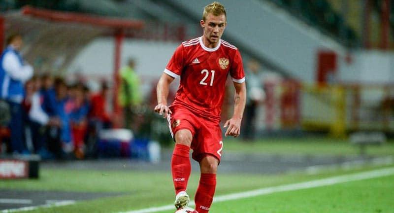 Дмитрий Баринов заявил, что его заменили в матче с Болгарией из-за подозрений на перелом