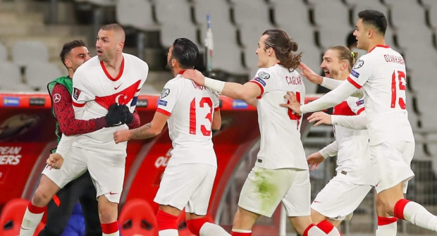 Букмекер дает коэффициент 2,0 на то, что турки получат больше ЖК, чем итальянцы в матче открытия Евро