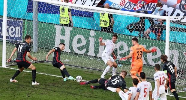 Третий букмекер сообщил о том, что его клиент выиграл экспресс на ничьи 3:3 в матчах Франция — Швейцария и Хорватия — Испания