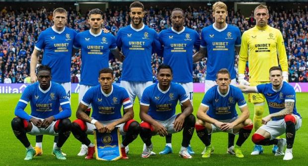«Рейджерс» вышел на матч Лиги Европы с логотипами разных букмекеров на футболках